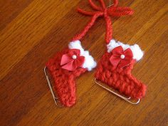 50 Creative DIY Christmas Ornament Ideas and Tutorial---My Paperclip Ice Skate Ornament FREE Crochet Pattern Crochet Diy, Crochet Crafts, Yarn Crafts, Crochet Projects, Paperclip Crafts, Crochet Ideas, Diy Crafts, Christmas Crochet Patterns, Crochet Christmas Ornaments