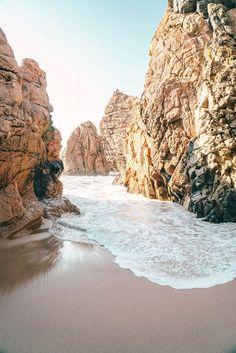 Strand Praia da Ursa bei Sintra. 14 Tage Portugal Roadtrip – vom Norden in den Süden. Porto, Lissabon, wunderschöne Strände und viel Natur. Eine Rundreise durch Portugal ist wunderschön! Verpasst Aljezur nicht, die Algarve und die vielen wunderschönen Surfspots. Alle Infos auf lilies-diary.com.