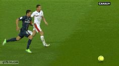 Thiago Silva scores a goal from behind the goal Soccer Gifs, Soccer Memes, Soccer Quotes, Football Memes, Sports Memes, Football Gif, Funny Sports, Fifa, Beste Gif