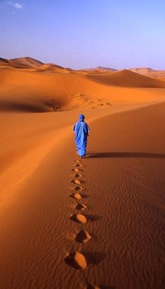 walking on sahara... (by mauro zen on Flickr)