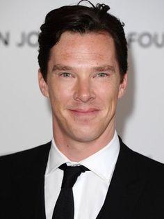 Benedict Cumberbatch se une a Emma Stone para el nuevo filme de Guillermo del Toro, 'Crimson Peak', la gótica historia de terror que se centra en una mujer que descubre que su esposo no es quien aparenta ser.