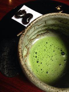 Japanese Matcha Tea, Matcha Green Tea, Japanese Food, Japanese Tea Ceremony, Green Tea Powder, Okinawa Japan, Foodie Travel, Tea Time, Serving Bowls
