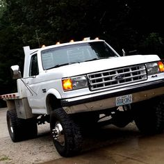 #mulpix Gotta love a obs dually, she's lookin fine #ford #f350 #bigblock #460 #dually #flatbed #cleantruck #fords4x4