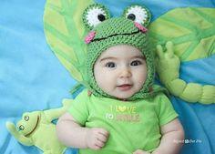 crochet frog hat pattern - Share a Pattern - Free Crochet Pattern - Share a Pattern Crochet Hippo, Crochet Animal Hats, Bonnet Crochet, Crochet Baby Hats, Crochet Beanie, Cute Crochet, Crochet For Kids, Baby Knitting, Knit Crochet