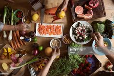 Stock Photo : Cropped image of hands preparing food on table Healthy Smoothies, Smoothie Recipes, Healthy Snacks, Healthy Eating, Healthy Recipes, Cancer Foods, Foods High In Magnesium, Nordic Diet, Scandinavian