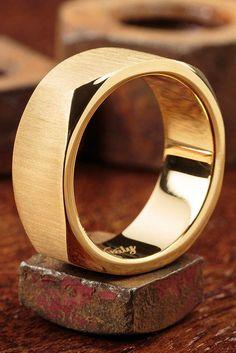 Such a sleek mens ring