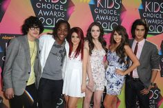 Ariana Grande Photos - (L-R) Actors Michael Eric Reid, guest, Ariana Grande, Elizabeth Gillies, Avan Jogia and Daniella Monet arrive at Nickelodeon's 23rd Annual Kids' Choice Awards held at UCLA's Pauley Pavilion on March 27, 2010 in Los Angeles, California. - Nickelodeon's 23rd Annual Kids'Choice Awards - Arrivals
