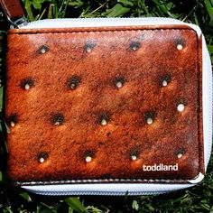 "The American company Toddland , which began with ""home"" of the enterprise, based a few friends, famous for its original and with a fair amount of humor wallets. Recently, I saw the light of their new collection. Its main theme was the ""traditional"" (humor) is an American kitchen. So every accessory has received appetizing appearance, imitating a delicious hot dogs, waffles, french fries and other burgers."