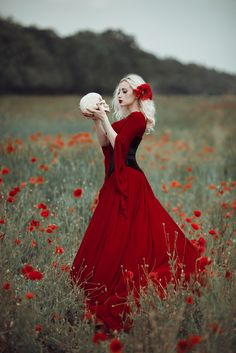 Drown in red - Beautiful lady in long red dress in poppy field. Red Poppies, Red Flowers, Little Girl Photography, Horror Photos, Outdoor Fashion, Dress Drawing, Pre Wedding Photoshoot, Red Aesthetic, Lady In Red