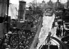 Destroyers loaded with British soldiers, evacuated from Dunkirk during operation Dynamo. England, 1940.