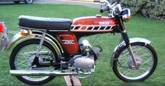 Yamaha classic moped from the seventies. Classic Motors, Classic Bikes, Classic Cars, Mini Motorbike, Motorcycle Art, 50cc Moped, Yamaha Motorbikes, Honda Cub, Japanese Motorcycle