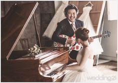 [스타웨딩] 살랑살랑 불어오는 스타들의 결혼바람 신록이 우거지는 여름의 시작에 로맨틱한 결혼 소식들이 <웨딩21> 편집부에 전해졌다. 스타들의 결혼에 관한 개성 넘치는 포인트 레슨.