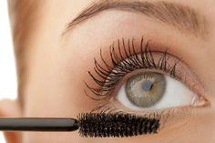 Está cada vez mais fácil ficar bonita, a indústria de cosméticos vive facilitando nossa vida e com o rímel, ou seja, a nossa máscara de cílios.