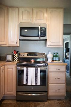 Photo by AG Interiors - Homeclick Community Kitchen Cabinetry, Kitchen Appliances, Cabinet Island, Rev A Shelf, Island Design, Shabby Chic Style, Kitchen Colors, Storage Solutions, Layout Design