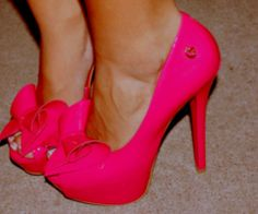 hott pink heels with bow
