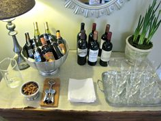 Holiday Entertaining – How to Set Up a Bar for Your Holiday Cocktail Party - Cocktails Christmas Cocktail Party, Christmas Cocktails, Holiday Parties, Birthday Cocktail, Holiday 2014, Holiday Meals, Holiday Time, Wein Parties, Cocktails For Parties