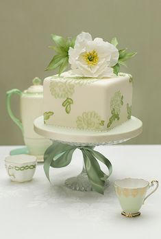 White One-Tier Cake with Green Flowers. The green icing flowers and white gardenia topper on this Zoe Clark Cakes design One Tier Cake, Single Tier Cake, Square Wedding Cakes, Wedding Cake Photos, Cake Wedding, Square Cakes, Gorgeous Cakes, Pretty Cakes, White And Gold Wedding Cake