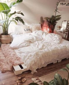 Your dream bedroom: Beautiful White Bedding. Incredibly soft and cozy. Your dream bedroom: Beautiful White Bedding. Incredibly soft and cozy. Cozy Bedroom, Bedroom Inspo, Home Decor Bedroom, Modern Bedroom, Boho Chic Bedroom, Decor Room, Bedroom Bed, Ikea Boho Bedroom, Classy Bedroom Ideas