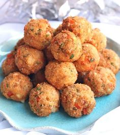 Recipe For Ultimate Party Crab Bites - A crab laden, cheesy creamy center encased in a crispy fried breadcrumb shell. Everything a party appetizer should be. Finger Food Appetizers, Yummy Appetizers, Appetizers For Party, Appetizer Recipes, Parties Food, Holiday Parties, Crab Appetizer, Christmas Eve Appetizers, Fingerfood Recipes