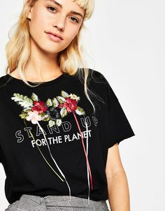 Camiseta bordado flores relieve - Camisetas - Bershka Mexico