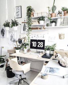 """616 curtidas, 4 comentários - DIY Home (@diyhomebr) no Instagram: """"Home Office escandinavo cercado por plantas e cheio de inspirações que você pode reproduzir no seu.…"""""""