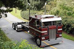 Only having my father can you really appreciate the beauty of this machine......1977 Peterbilt 352