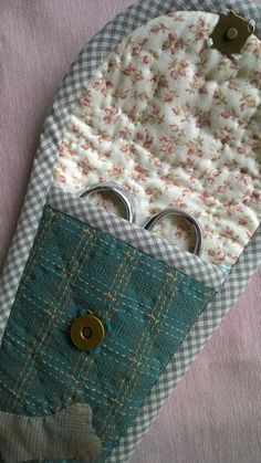 This bag is a scissors case . It is idea for scissors size 8 inches and widest 17 cm.  It is applique work with a dog.