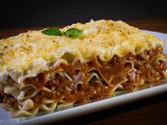 History of Lasagne: When was Lasagna Invented & Where Did Lasagna Originate? Is it Italian or is there a more ancient story to the origin of Lasagne? Charcuterie Raclette, Pesto Lasagna, Italian Lasagna, Lasagna Noodles, Italian Pasta, Vegetarian Lasagna Recipe, Easy Lasagna Recipe, Freezer Lasagna, Freezer Recipes