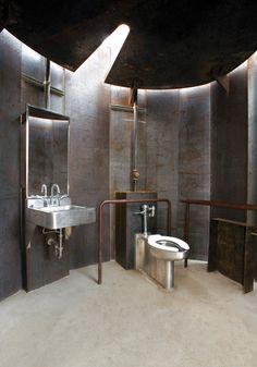 Trail Restroom is a public toilet with weathering steel walls Industrial Toilets, Industrial Bathroom, Bathroom Interior, Cabinet D Architecture, Interior Architecture, Interior Design, Toilette Design, Rivera, Weathering Steel
