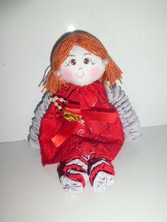 Mini Boneca fuxiqueira e romântica (70 fuxicos pequenos- 15 em cada braço - 20 em cada mão)
