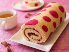 Découvrez la recette Gâteau roulé avec motif pois sur cuisineactuelle.fr.