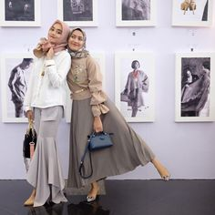 See Insgram photos and videos from Arab Fashion, Muslim Fashion, Modest Fashion, Fashion Outfits, Womens Fashion, Casual Hijab Outfit, Hijab Chic, Hijab Collection, Hijab Trends