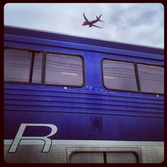 This Plane vs. Train moment brought to you by Instagram user @wn737300, at the @Burbank Bob Hope Airport.