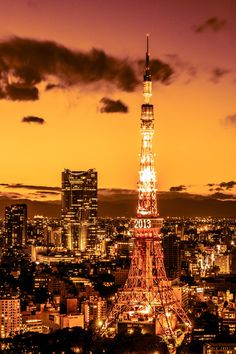 Tokyo Tower via αcafe Beautiful Places In Japan, Beautiful World, Tokyo Skyline, Paris Skyline, Best Sunset, Sunset Sky, Tokyo Tower, Dream City, Night City