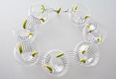 """gilles jonemann - collier en verre créé pour l'expo """"dans la ligne de mire"""" 2013"""