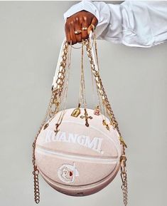 Luxury Purses, Luxury Bags, Trend Board, Estilo Chola, Fashion Bags, Fashion Accessories, Sacs Design, Cute Purses, Cute Bags