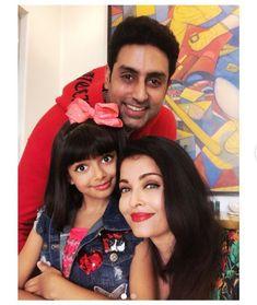 WATCH : Aaradhya Bachchan Performs At Shiamak Davar's Summer Funk Show While Aishwarya , Abhishek & Jaya Bachchan Cheer On! Aishwarya Rai Makeup, Aishwarya Abhishek, Aishwarya Rai Photo, Bollywood Funny, Bollywood Celebrities, Bollywood Actress, Bachchan Family, Aaradhya Bachchan, Family Birthdays