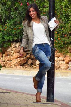 Chaqueta tweed con jeans boyfriends