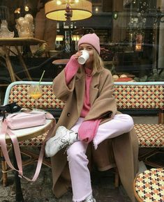 Jimena Miranda 🐚 - My style - Damenmode Looks Street Style, Looks Style, My Style, Pink Style, Style Blog, French Style, Mode Outfits, Casual Outfits, Fashion Outfits