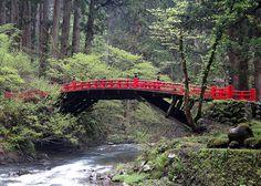 Esta ponte marca o início dos degraus de pedra.