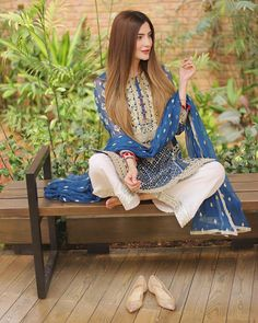 Modest Fashion Hijab, Pakistani Fashion Casual, Pakistani Dresses Casual, Pakistani Dress Design, Indian Dresses, Stylish Dress Designs, Designs For Dresses, Stylish Dresses, Casual Dresses