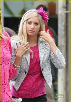 Sharpay's outfits were always awesomely outrageous! ;D