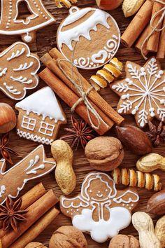 Рецепт идеального айсинга в избранном на ютьюб, там же рецепт имбирного печенья от гуру пряничного дела