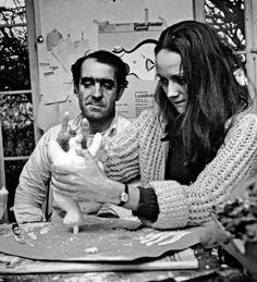Jean Tinguely et Nikki de Saint-Phalle. L'art et l'amour. #photo Nikki et Jean dans leur atelier à #Paris. #sculpture