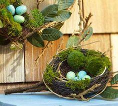 gniazda z jajkami wielkanocnymi