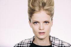 Como borrar os olhos: Fabiana Gomes, maquiadora sênior da M.A.C. no Brasil, ensina aqui FOTOS 1 / 12EXIBIRSLIDESHOW OUTRAS GALERIAS Versace ...