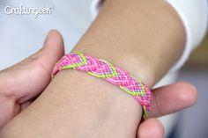 Craftingeek*: Macramé Leaves: Friendship Bracelet