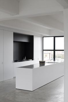 Minimalist Kitchen - If you strive to keep a minimalist kitchen, it might be easier than you think. Check out these photo a minimalist kitchen. #minimalistkitchen