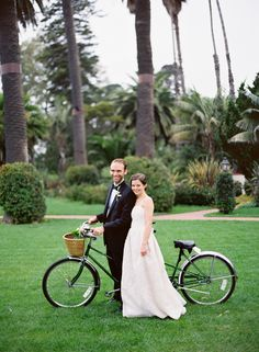 bride and groom with tandem bicycle   photo: www.josevilla.com