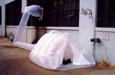 The paraSITE - an inflatable shelter for the homeless that runs off expelled HVAC air Homeless Housing, Homeless Shelters, Homeless Man, Homeless People, Parasitic Architecture, Environmental Architecture, Mobile Architecture, Landscape Architecture, Landscape Design